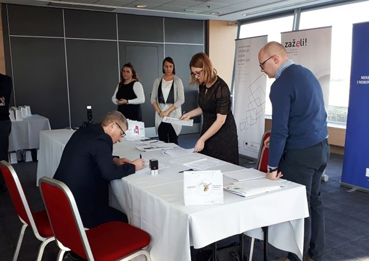 "Potpis ugovora – projekt ""Pomozi i razveseli"""